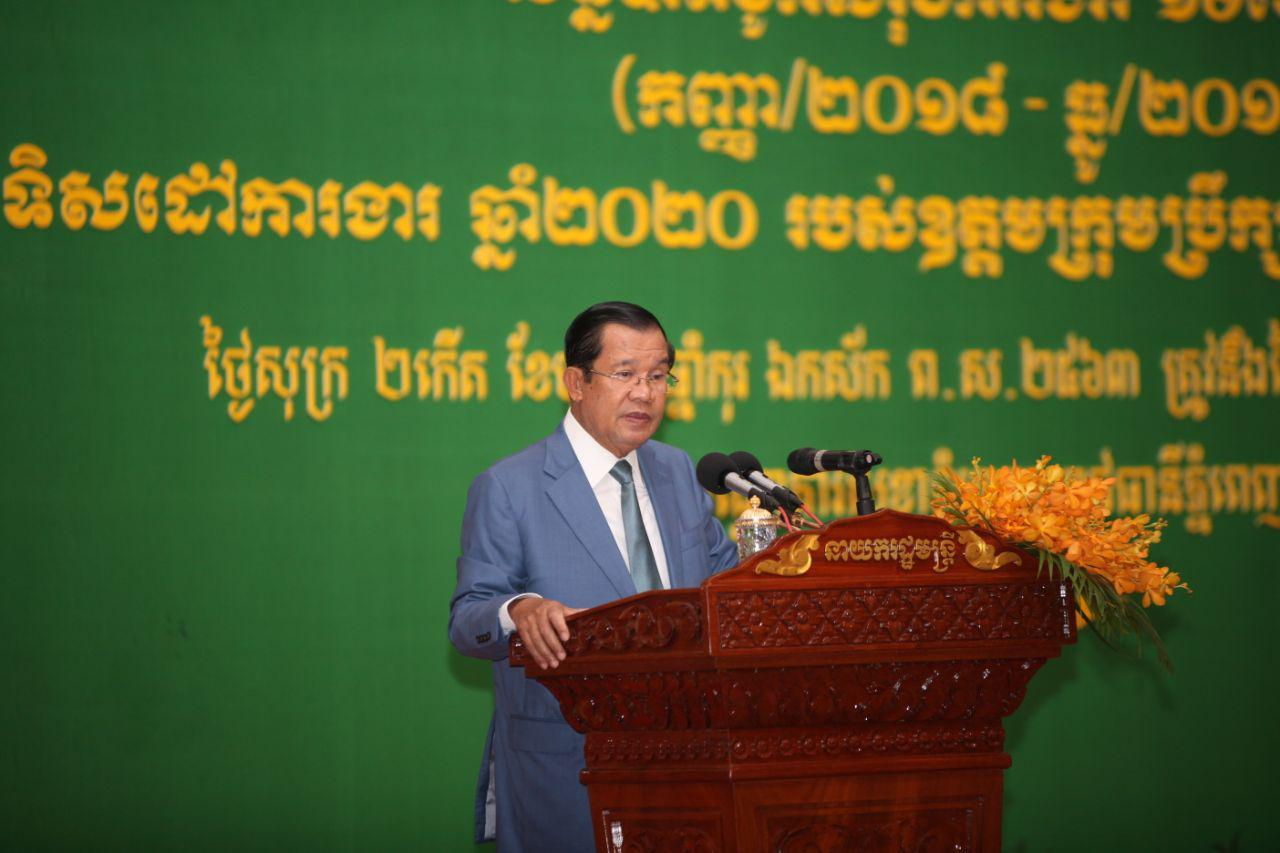 PM Hun Sen: Comments by Supreme Council for Consultations Better than Orders by Foreigners (Video inside)