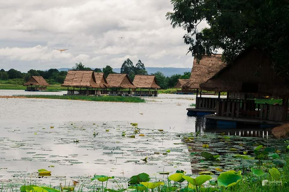 The Beautiful Lake with Amazing Scenery in Banteay Srey