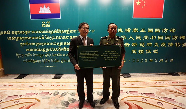 Cambodia donates 300,000 masks and protective suits to China