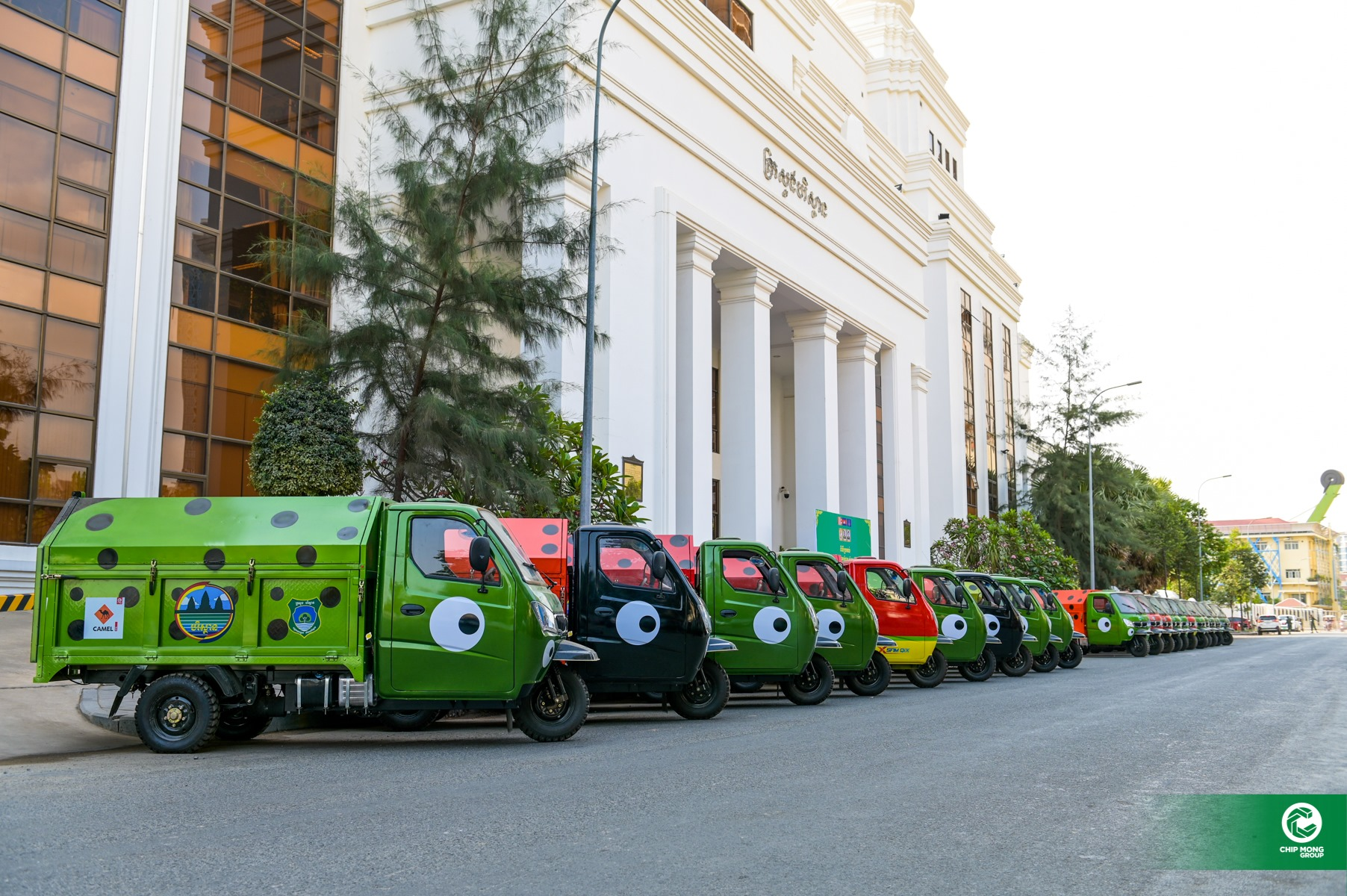 50 trash collection vehicles provided to Environment Ministry