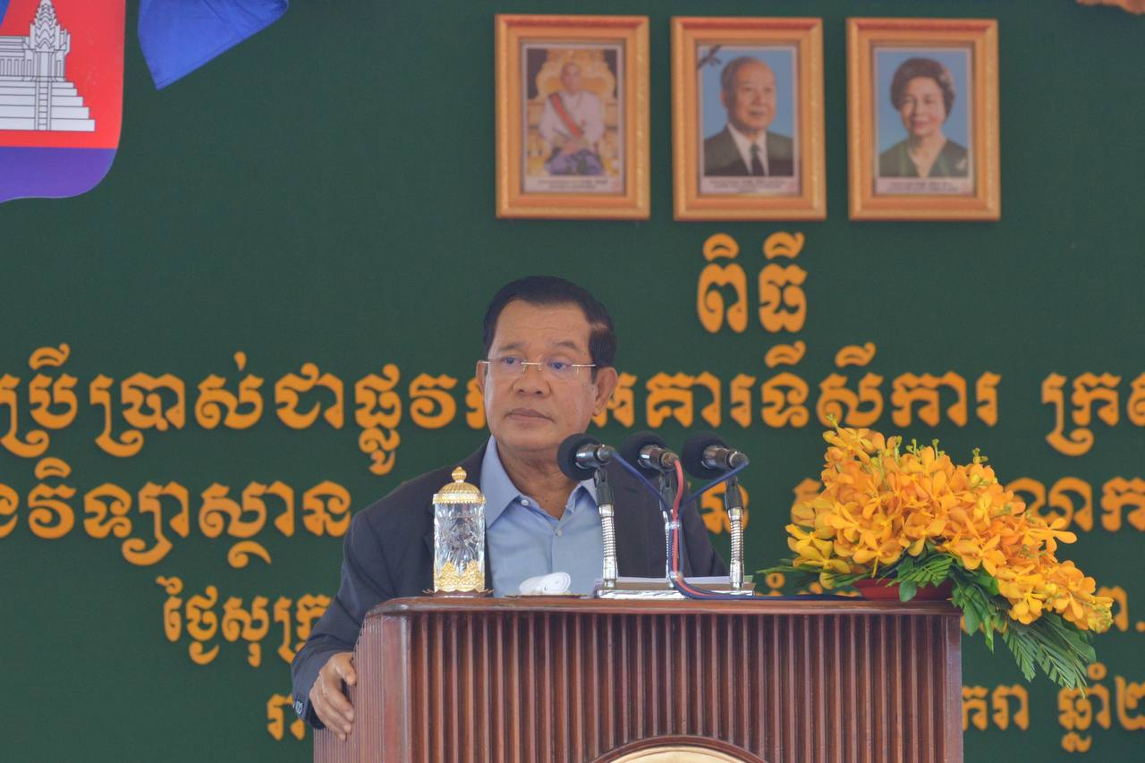 Cambodian PM Encourages People to Accept COVID-19 Vaccine