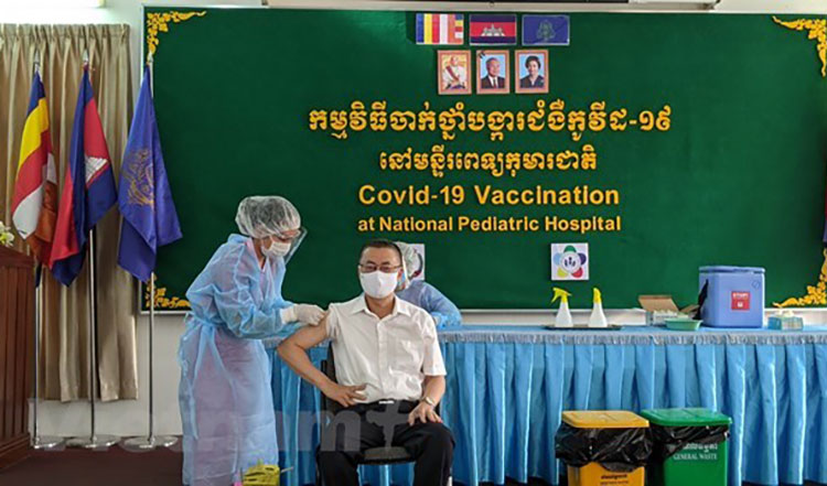 Diplomats thank Cambodia govt for quick action in giving out Covid-19 vaccines