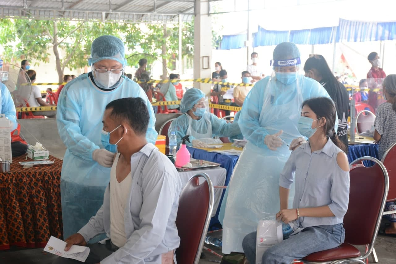 All Phnom Penh residents will be vaccinated against Covid-19