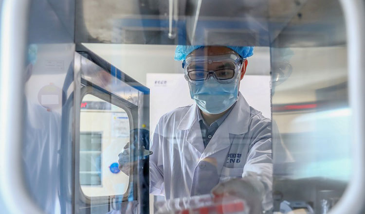 Yunnan aids Cambodia's virus fight with testing lab