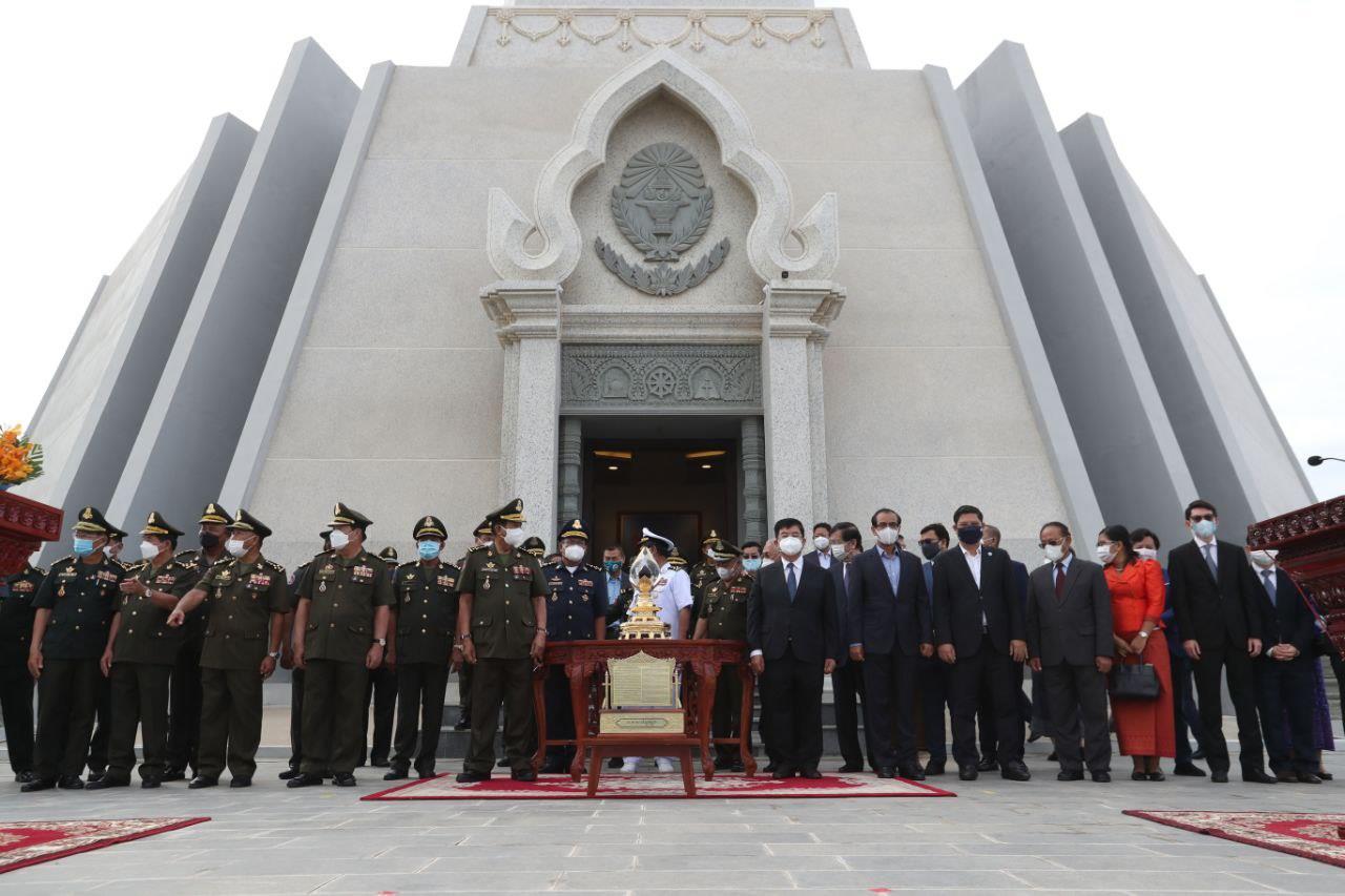 Cambodia's First Drop of Oil Kept at Win-Win Memorial