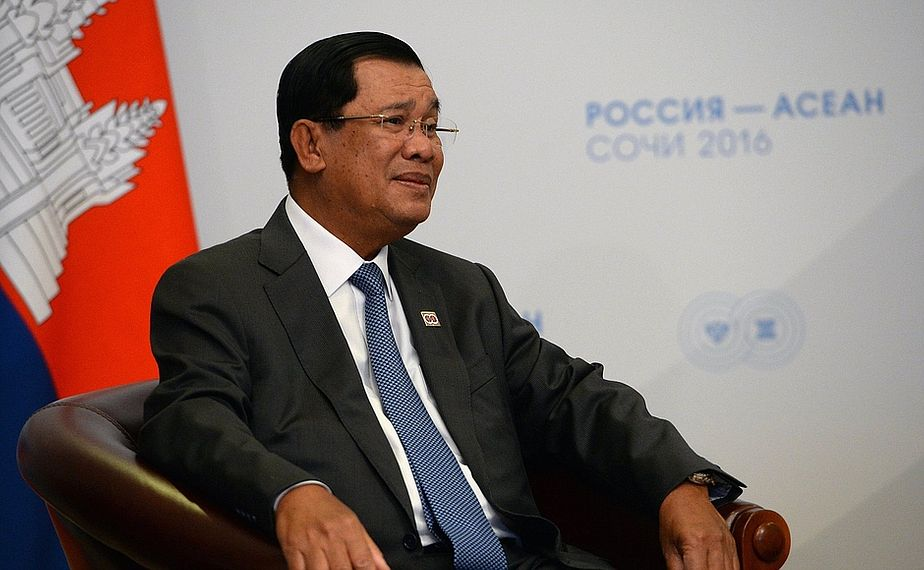 Cambodian PM awarded with the Order of Friendship from Russian President Putin