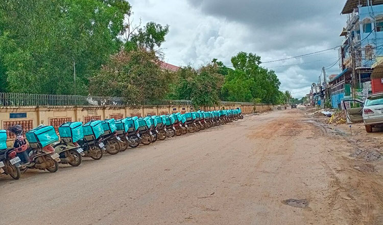 Siem Reap Provincial authorities provides free food delivery services to residents in blocked areas