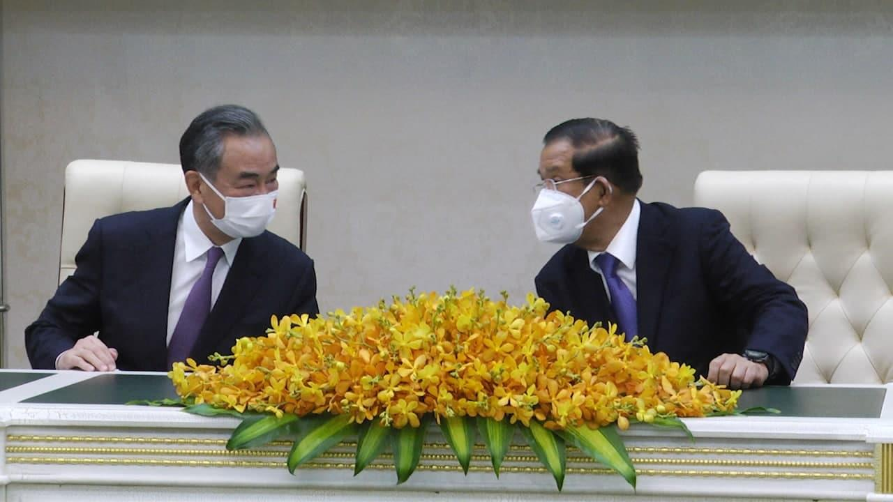 Cambodia, China vow to boost cooperation in trade, regional stability, fighting COVID-19